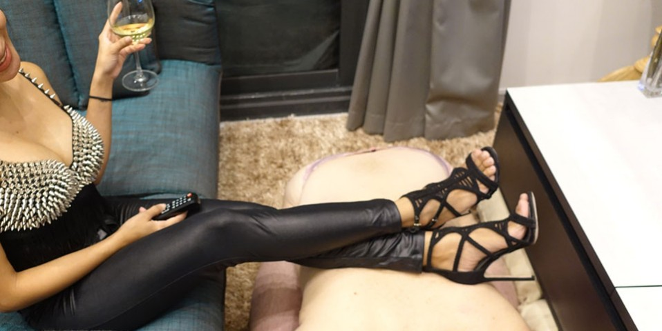 human-furniture-slave-bdsm-mistress-jaa